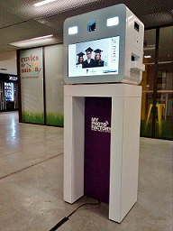 Entertain your parties with our Mini Booth, rent our photo printer